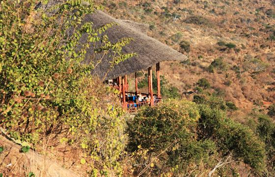 zpskenyasafaris.com-rhino-valley-lodge-tsavo-restaurant-view-night-view-lodge